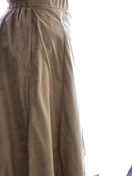 スエード素材のフレアスカート