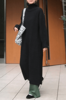 黒のロングワンピース×カーキのセミフレアパンツ×黒のバレエシューズ×ゼブラ柄バッグ