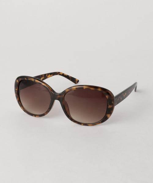四角顔に似合うサングラスの選び方1:オーバル