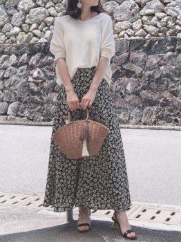 ニット×スカート×サンダル