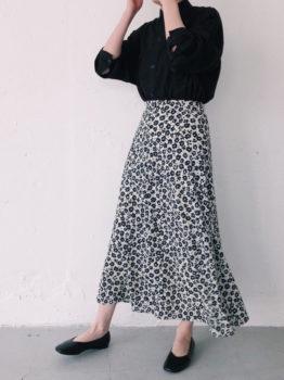 シャツ×スカート×パンプス