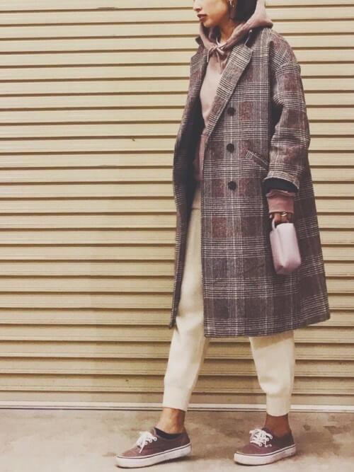 チェスターコート×パーカー×GUのジョガーパンツの冬コーデ