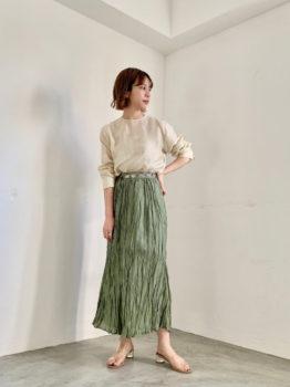 シャツ×スカート×サンダル