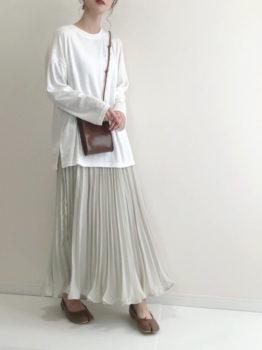 Tシャツ×スカート×バレエシューズ