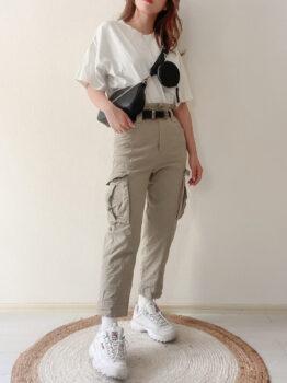 Tシャツ×スニーカー