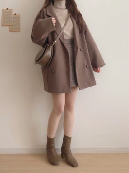 テーラードジャケット×ハイネックニット×ミニ丈スカート×ブーツ