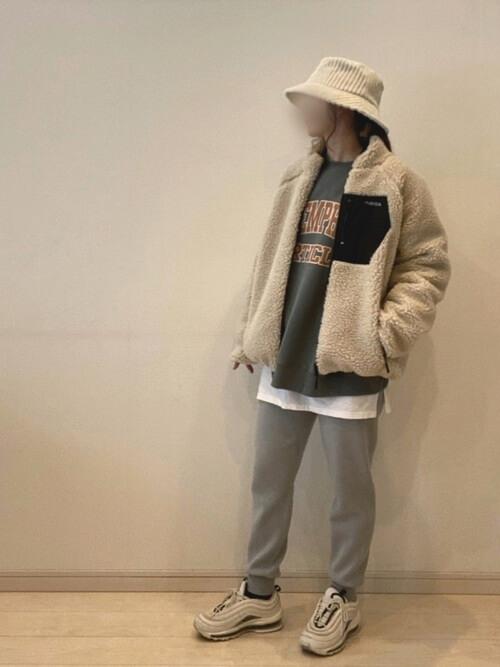 ボアジャケット×トレーナー×GUのジョガーパンツの冬コーデ