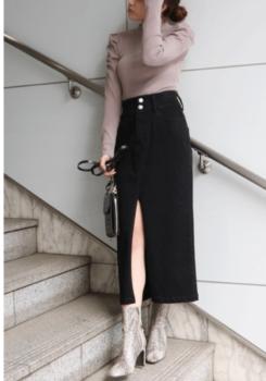 リブニット×スカート×ブーツ