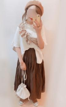 ギンガムチェックシャツ×白のオーバーサイズTシャツ×ブラウンのロングスカート