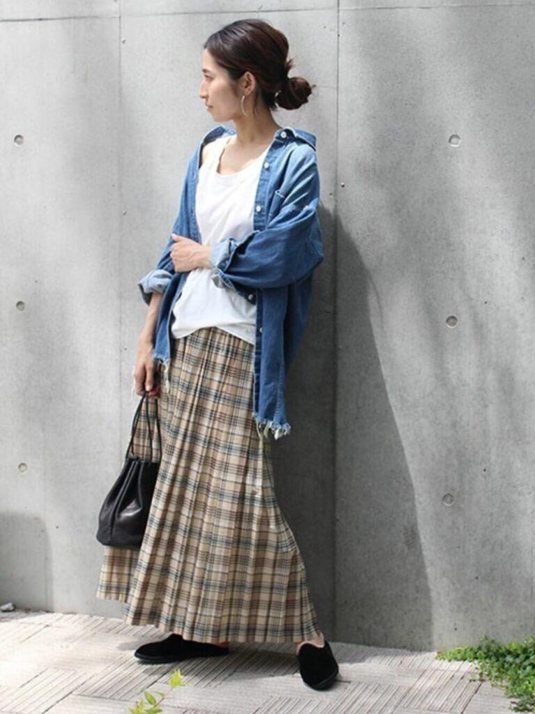 デニムシャツ×タンクトップ×プリーツスカート