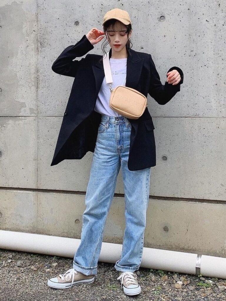 テーラードジャケット×Tシャツ×デニムパンツ×スニーカー