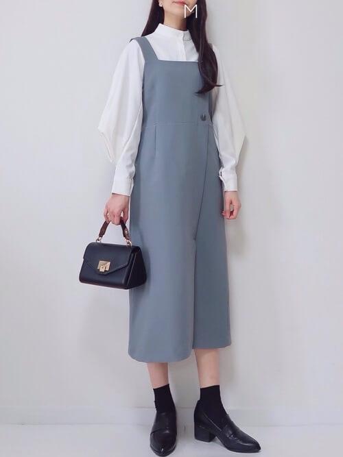 韓国ファッション:変形ブラウスでアンニュイな雰囲気に