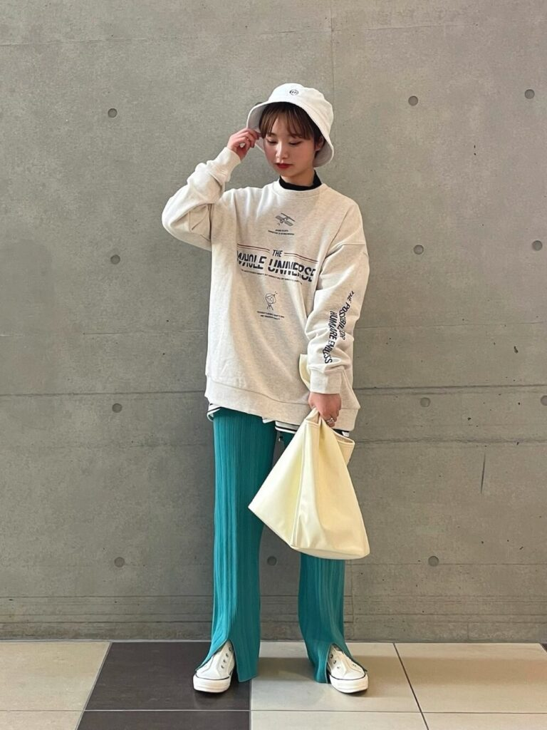 韓国ファッション:ロンT×ワイドパンツでマニッシュに
