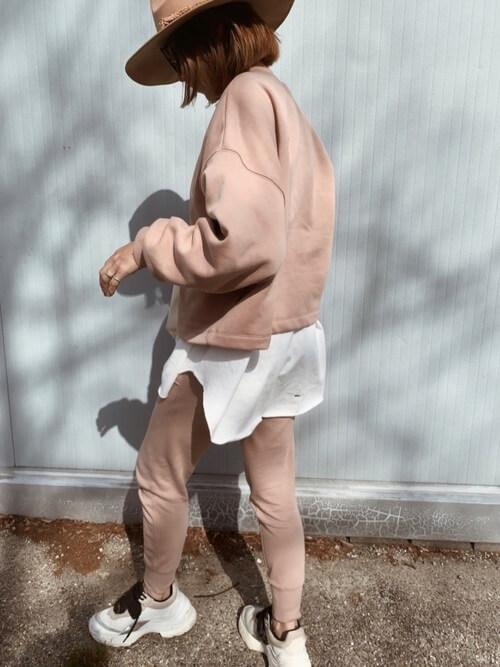 ピンクのスエットトレーナー×ピンクのジョガーパンツの春夏アスレジャーコーデ