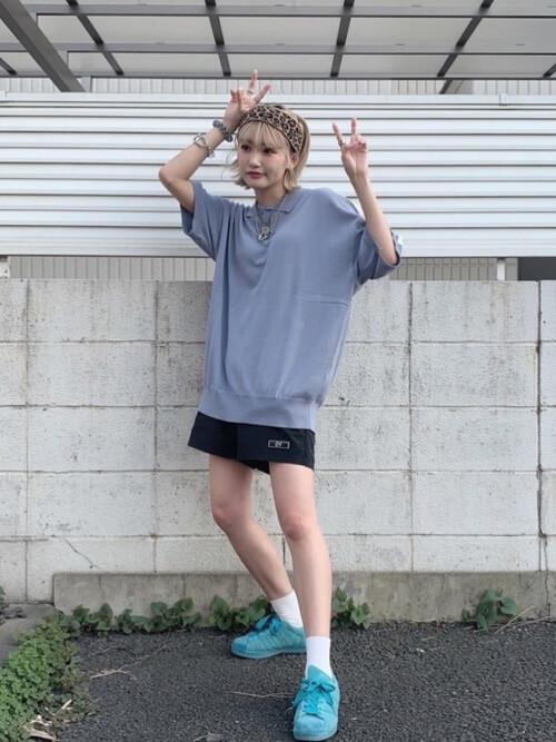 ポロシャツ×スニーカー