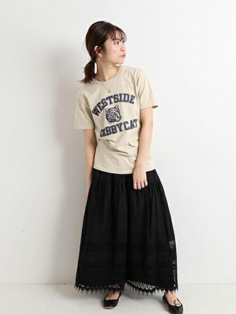 黒のレーススカート×Tシャツ×バレエシューズ