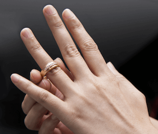 指輪のおしゃれな付け方:太くて長い指に似合う指輪