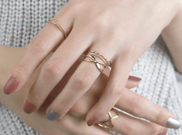 指輪のおしゃれな付け方!重ね付けのコツなど詳しく紹介!