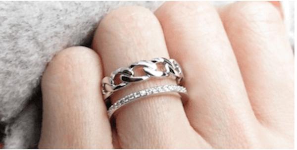 指輪のおしゃれな重ね付け方法:メリハリをつける