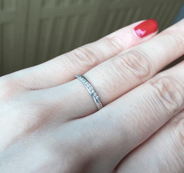 指輪のおしゃれな付け方:細長い指に似合う指輪