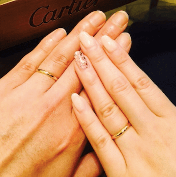 指輪のおしゃれな付け方:小麦色の肌に似合う指輪