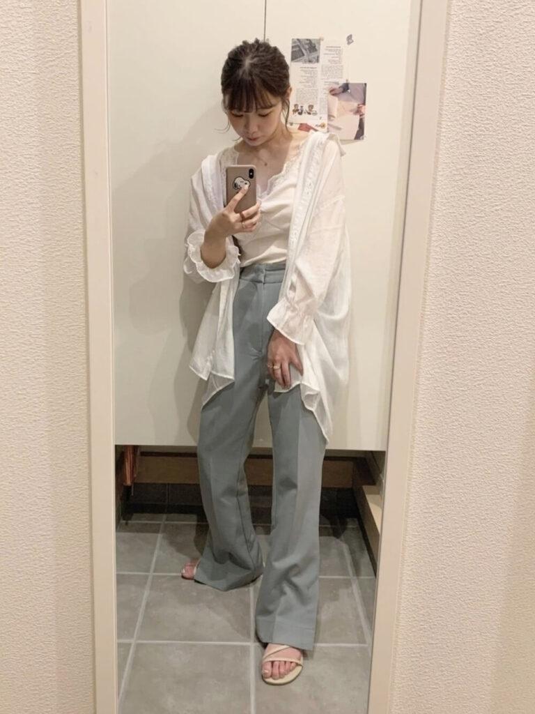 サンダル×ボリューム袖シアシャツ×スラックス