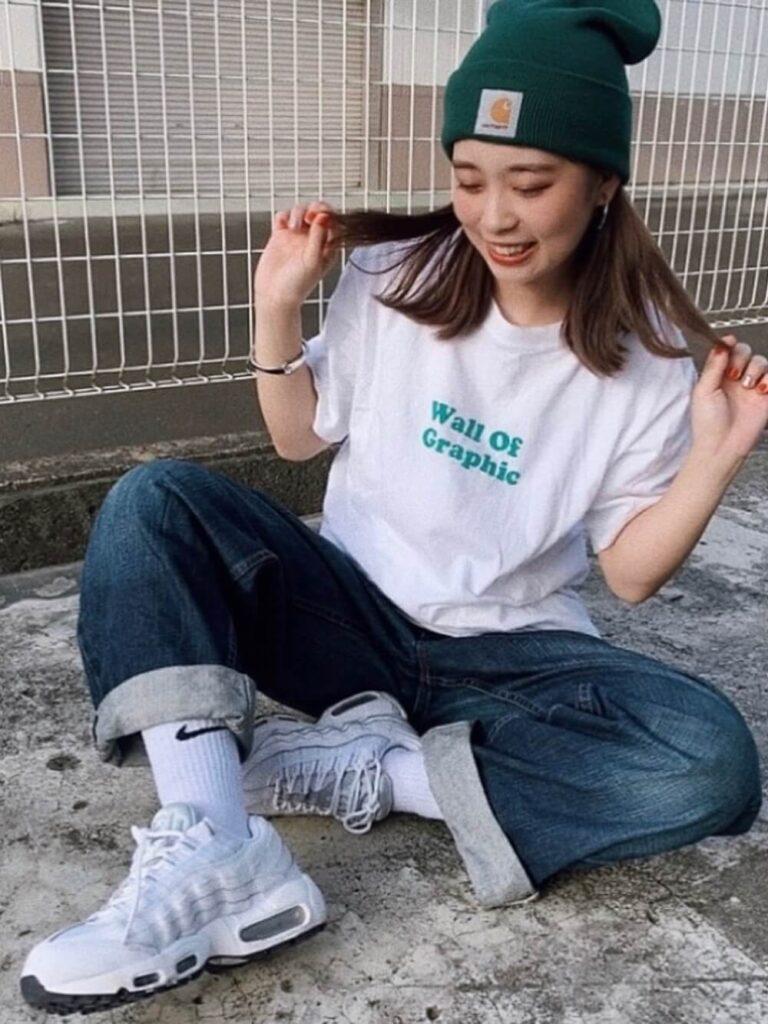 サマーニット帽×白T×ワイドデニム×スニーカー