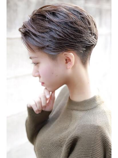 夏のショートの髪型:2ブロックハンサム