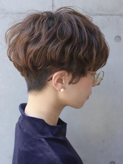 夏のショートの髪型:刈り上げマッシュ