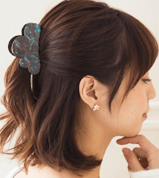 ミディアムの髪型に合うヘアアクセサリー:バンスクリップ