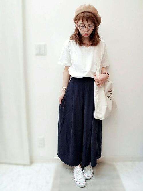 白Tシャツ×スニーカー