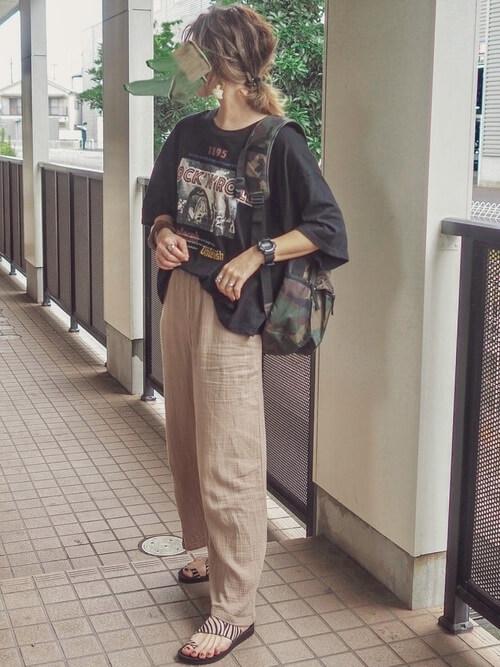 Tシャツ×麻パンツ×サンダル