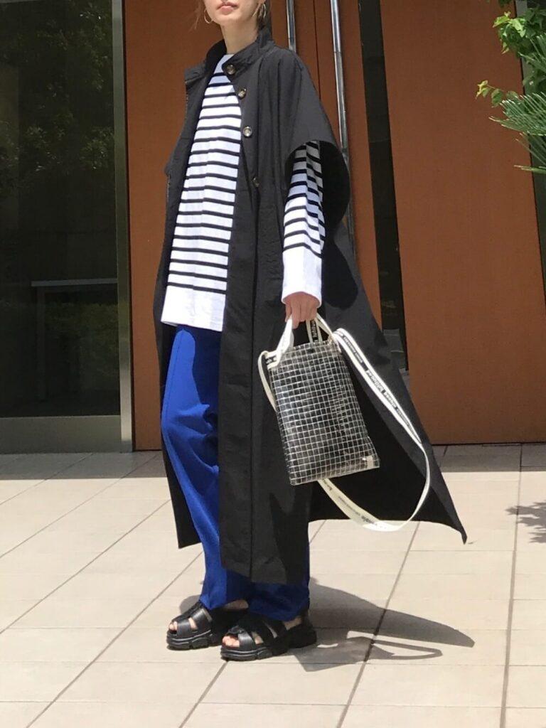 ボーダーカットソー×黒のシャツワンピ×セミワイドパンツのアビスカラーコーデ