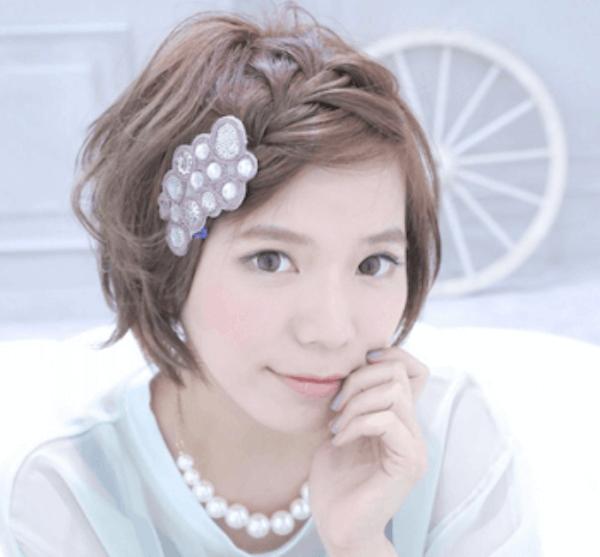 ショートの髪型に合うヘアアクセサリー:バレッタ