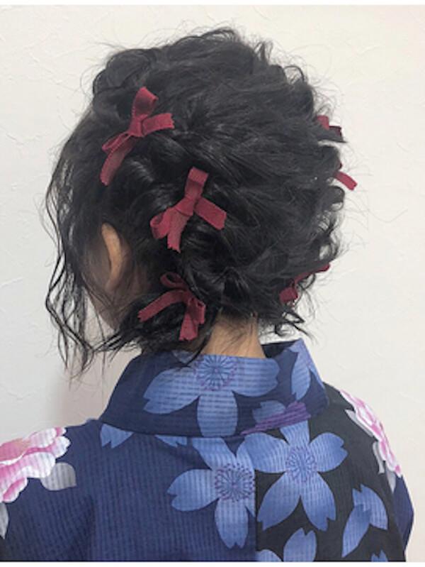 浴衣に合うレディースのボブの髪型:編み込みツイン×リボン
