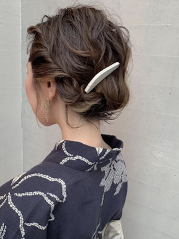 浴衣に合うレディースのボブの髪型:サイドねじり編み×バレッタ