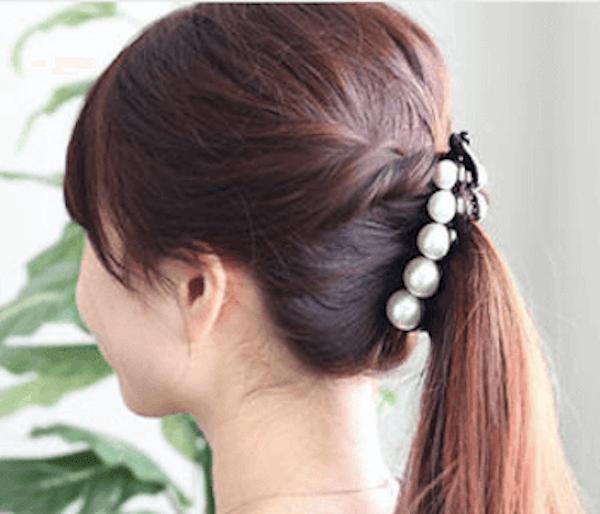 ロングの髪型に合うヘアアクセサリー:バナナクリップ