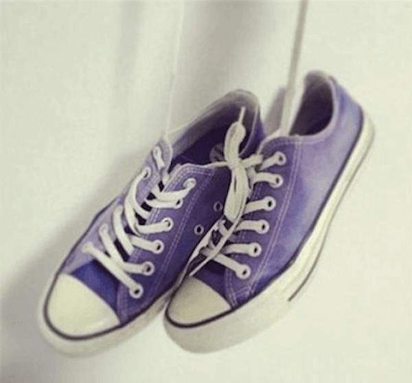 脱色で簡単リメイクしたコンバースの画像:青→紫