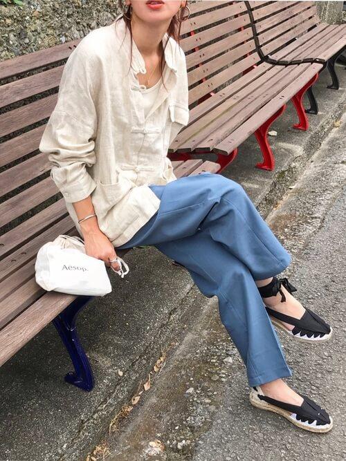 エスパドリーユ×青のスラックス×チャイナシャツ