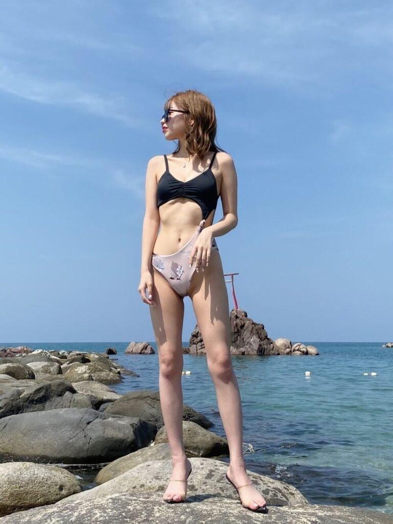 短足をカバーしたいレディースの水着の選び方:サイド結びワンピース