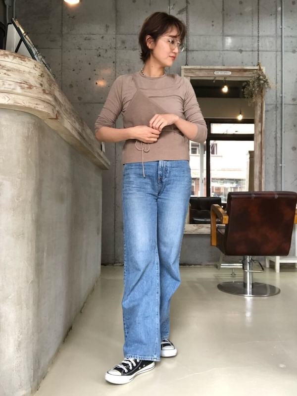 伊達メガネが合うレディースの服装2:ジーンズ