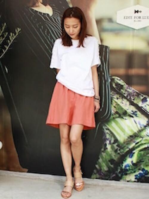 白Tシャツ×ウェッジソールサンダル×ピンクキュロットの夏コーデ
