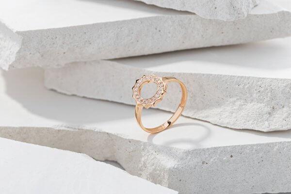 Ladies brand ring
