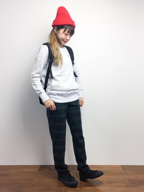 スウェット×ニット帽×スニーカー