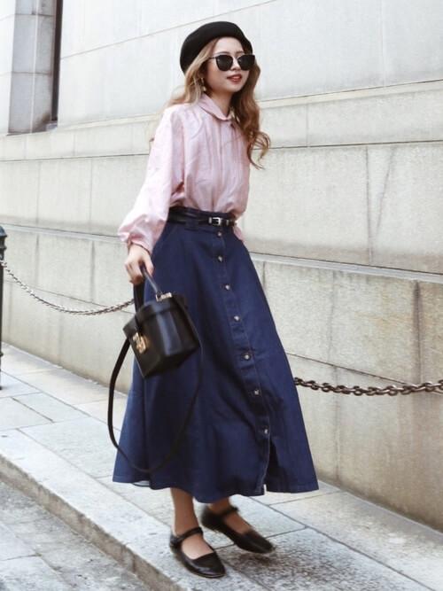 ピンクのシャツ×フレアデニムスカート