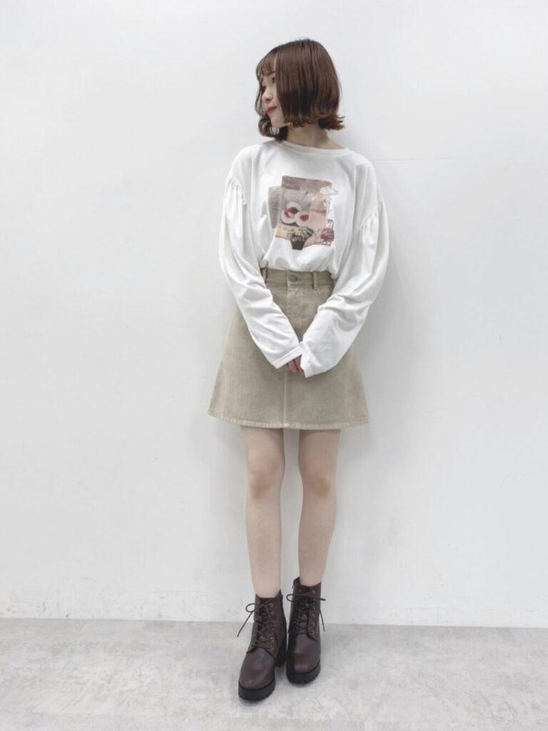 台形スカート×プリントロンT×ブーツ