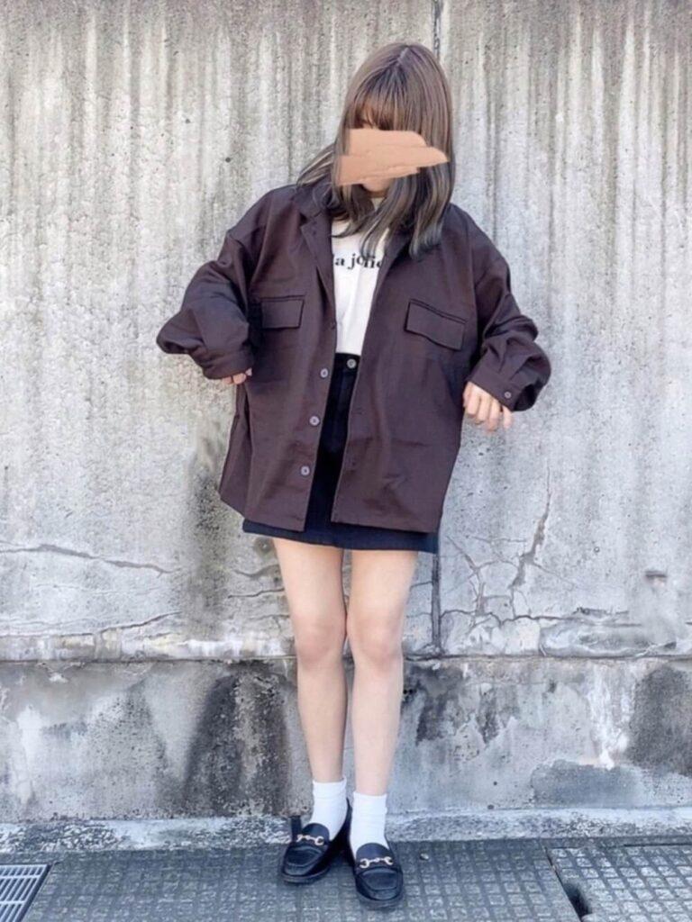 台形スカート×ブラウンのCPOブルゾン×白T×ビットローファー
