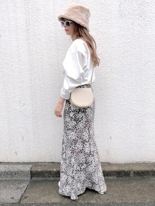 ハット×白のロンT×花柄のスカート