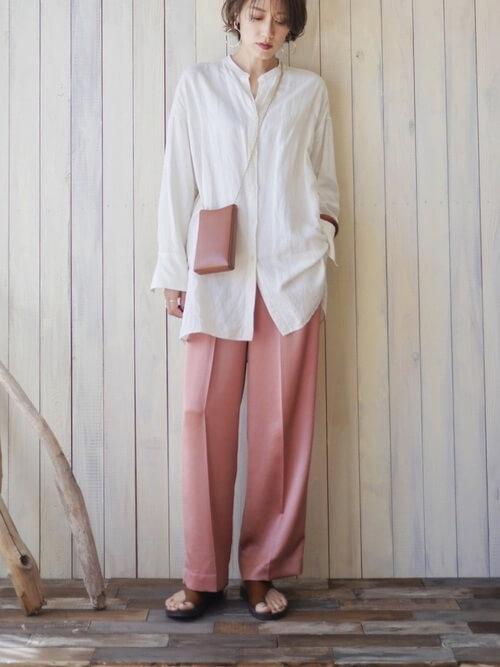 ワイドパンツの秋冬の着こなし方:アウトスタイルは小物で上品さをプラス!