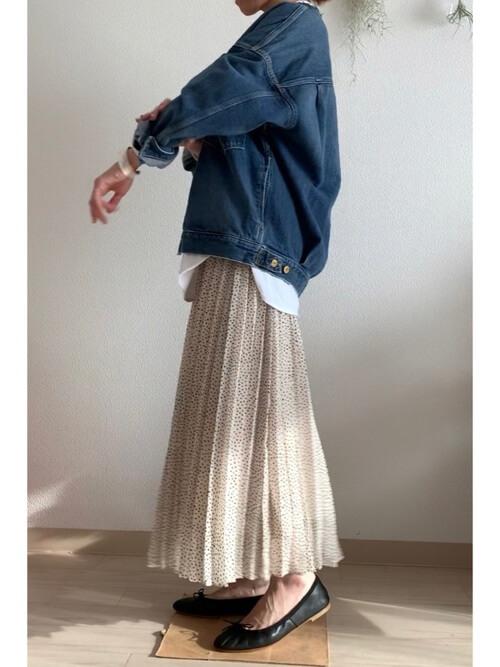バレエシューズ×Gジャン×白のドット柄スカート
